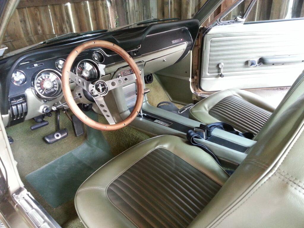 Ford Mustang Coupe 68er innen