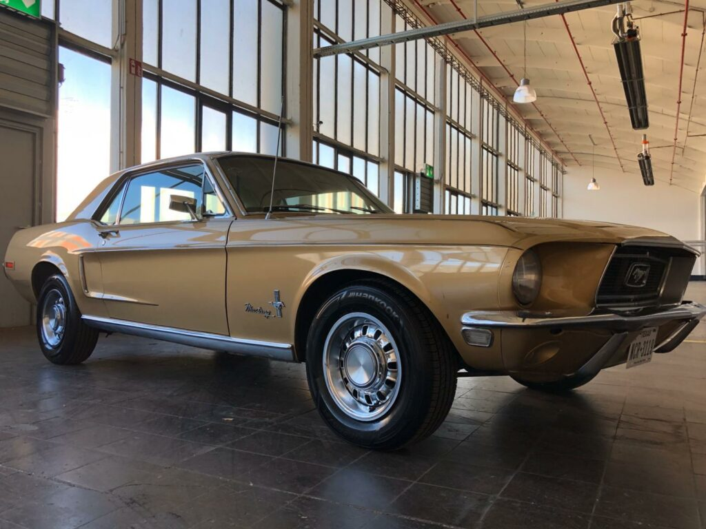 Ford Mustang Coupe 68er seitlich re